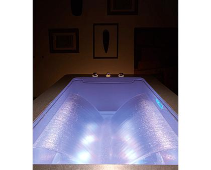 Акриловая ванна Gemy G9253 Black